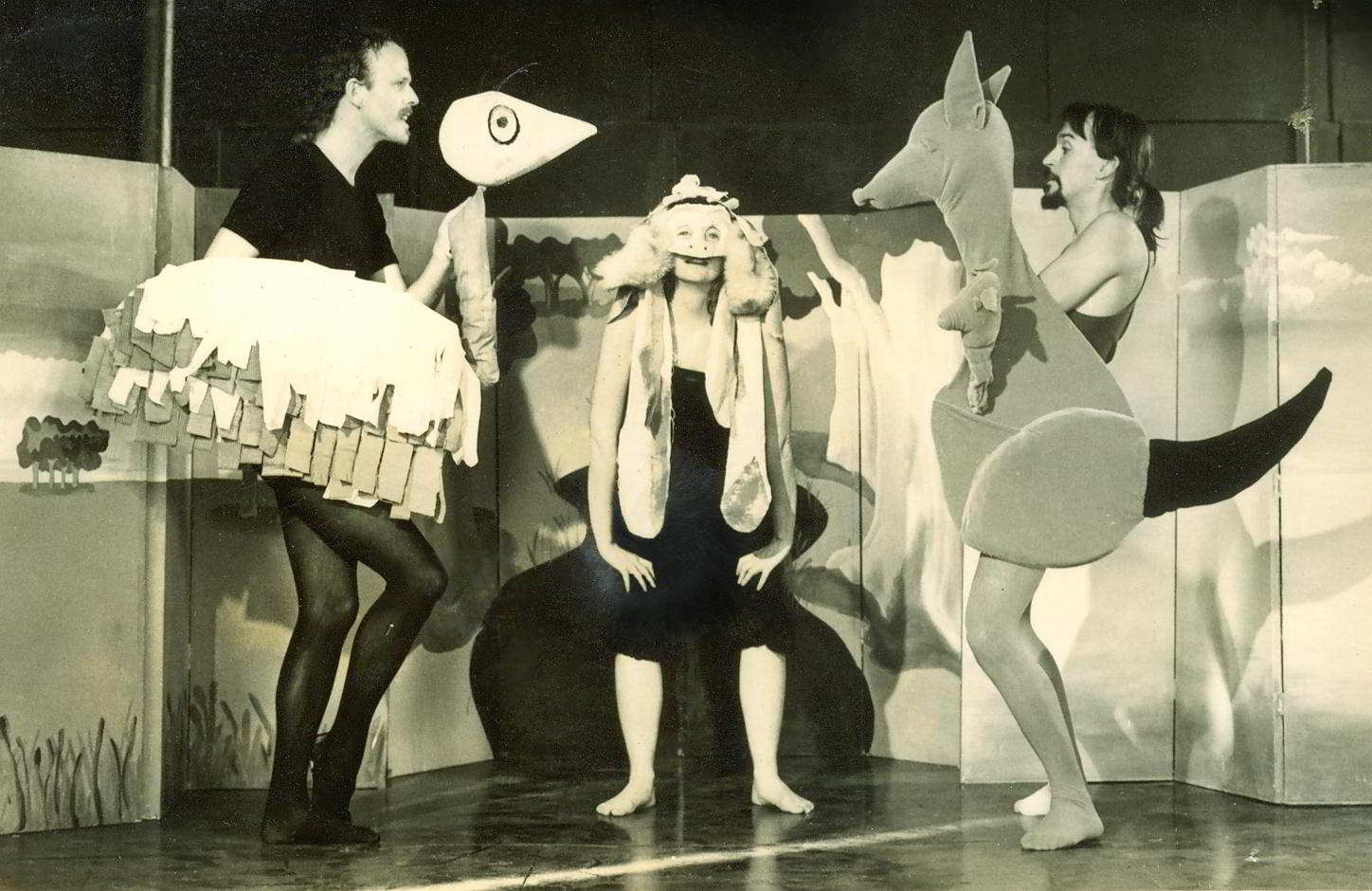 The Bunyip of Berkeley's Creek, Handspan Theatre - puppet kangaroo and emu flanking actor in mask and costume as bunyip