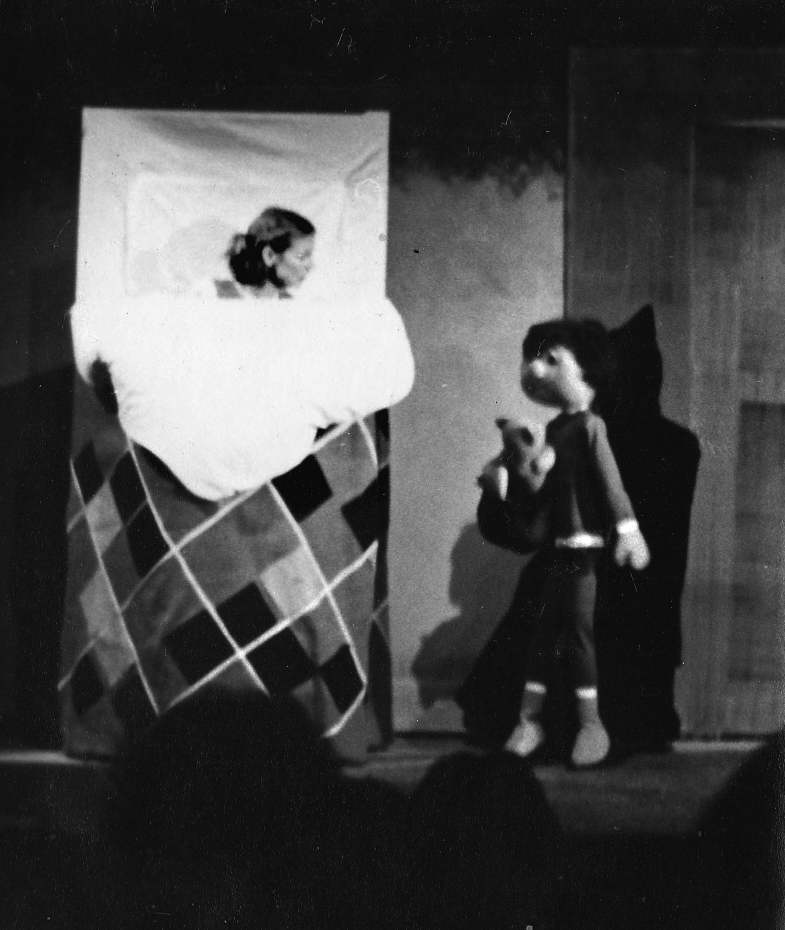 Jandy Malone and the Nine O'Clock Tiger, Handspan Theatre Jandy in bed with little brother Peter, a puppet on the floor looking up at her