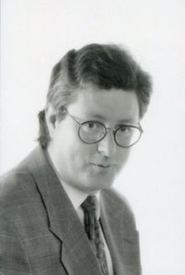 black & white portrait man in glasses